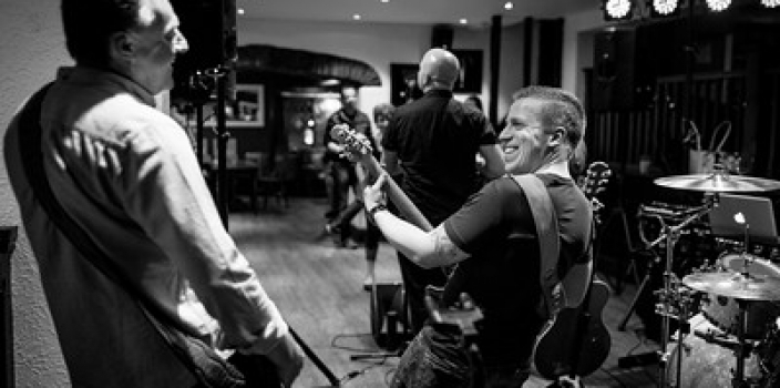Freeze Live @ The White Lion in Yate, Bristol.
